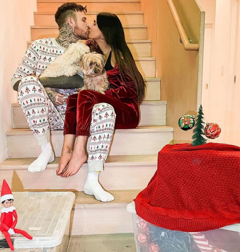 Mia Khalifa og sin svenske forlovede Robert Sandberg (Instagram/miakhalifa)