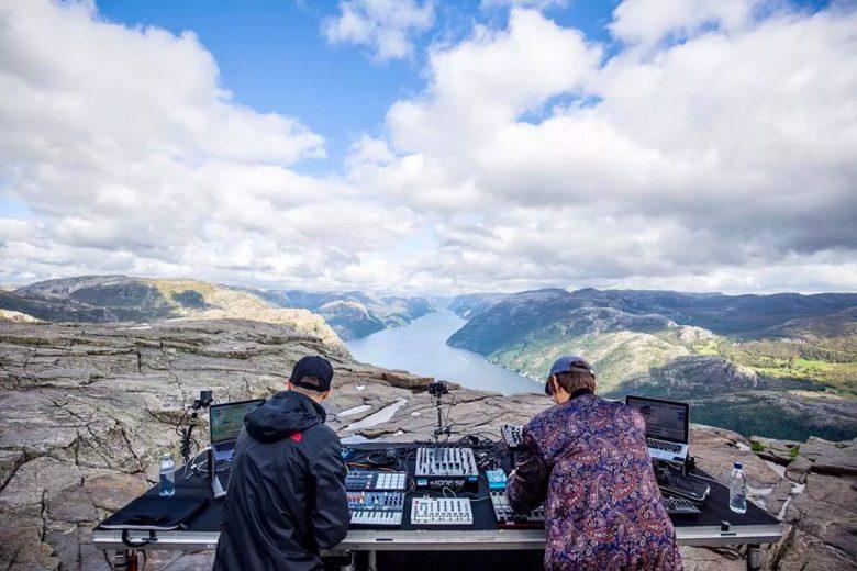Jonas Saalbach & Einmusik live from Lysefjord, Norway (Cercle/Facebook)