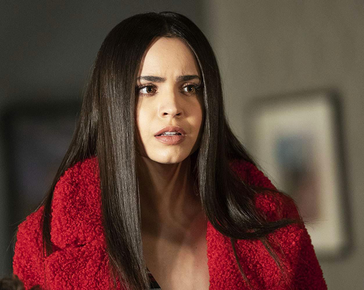 Sofia Carson som Ava Jalali i Pretty Little Liars: The Perfectionists (Freeform/HBO/Warner)