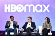 HBO-sjefer Michael Quigley, Kevin Reilly og Sarah Aubrey under HBO Max-presentasjon i Pasadena i California (Emma McIntyre/Getty)