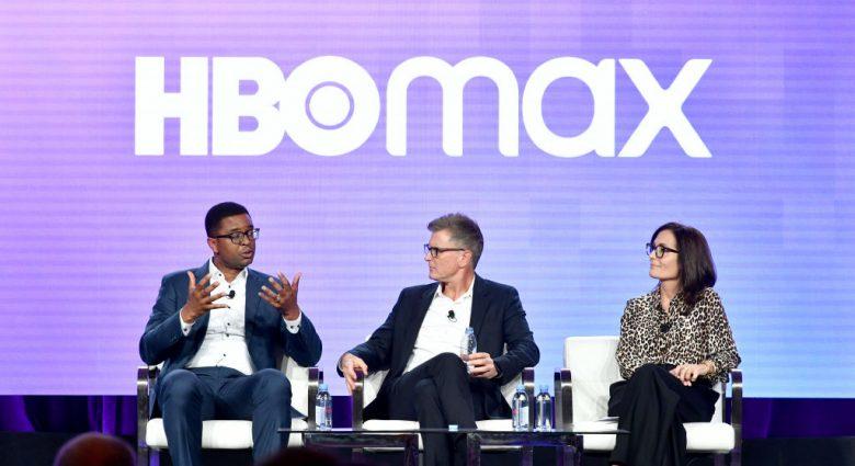 HBO-sjefer Michael Quigley, Kevin Reilly og Sarah Aubrey under HBO Max-presentasjon i Pasadena i California (Emma McIntyre/Getty)