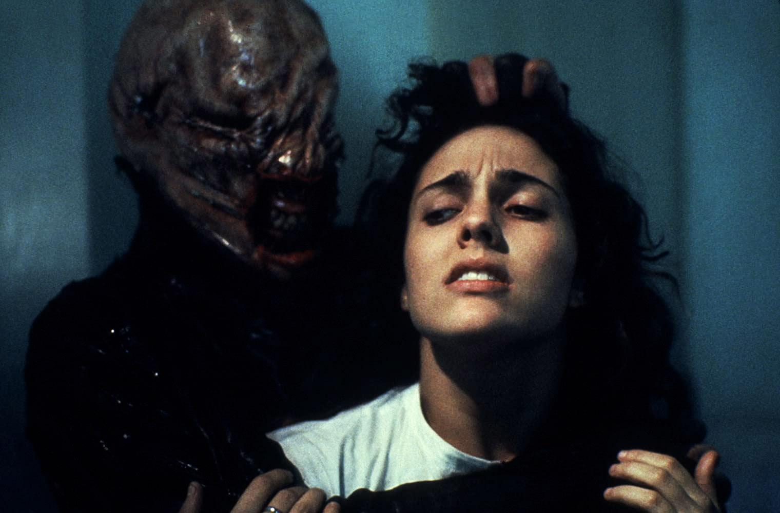 Ashley Laurence i dårlig selskap med The Chatterer Cenobite i originale Hellraiser (Film Futures/Entertainment Film Distributors)