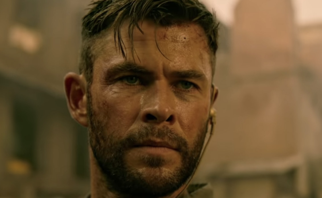 Chris Hemsworth lager kaos i India og Thailand i Extraction (Netflix)