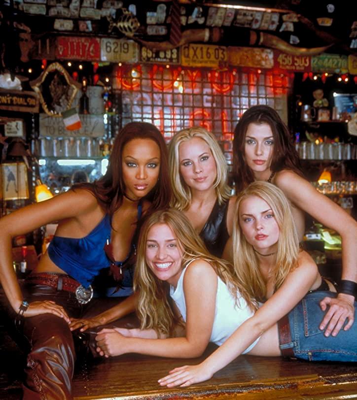 Tyra Banks, Maria Bello, Izabella Miko, Bridget Moynahan og den vakre godsnuten Piper Perabo i Coyote Ugly (Touchstone/Buena Vista)