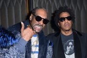 Snoop Dogg og JAY-Z på Grammy-festen til Nipsey Hussle i Los Angeles i 2019 (Vivien Killilea/Getty)