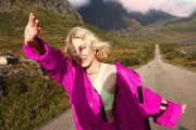 Astrid S vil danse danse danse (Janne Rugland/Universal)