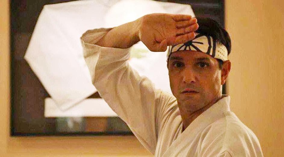 Ralph Macchio som godt voksen Daniel LaRusso i Cobra Kai (YouTube/Netflix)