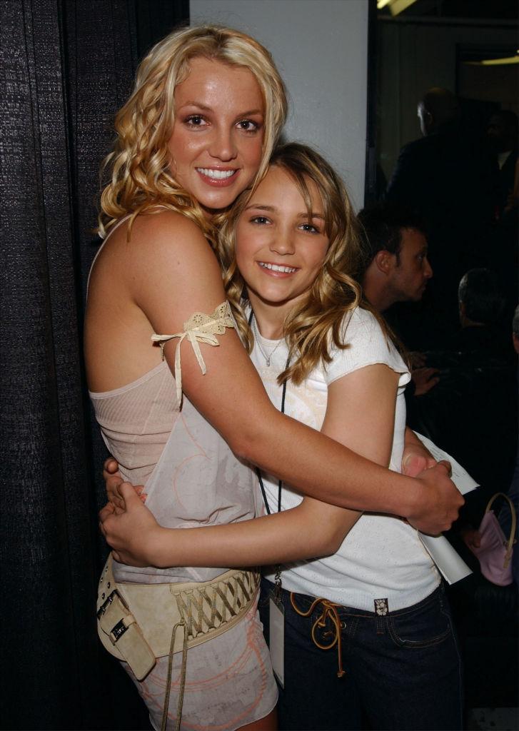 Britney Spears og søsteren Jamie Lynn Spears på Nickelodeon Kids' Choice Awards i 2003 (Frank Micelotta/Getty)