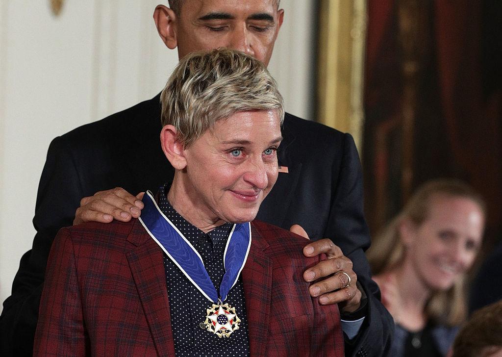 Barack Obama gir Presidential Medal of Freedom til Ellen DeGeneres i Det hvite hus i 2016 (Alex Wong/Getty)