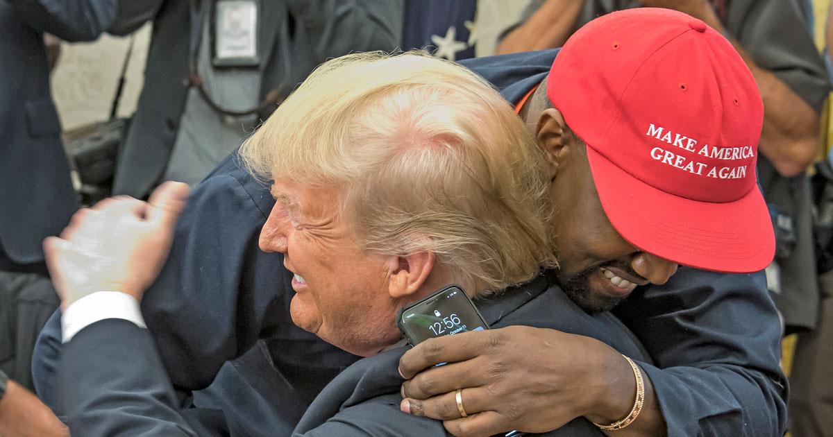 Kanye West og Donald Trump klemmer i Det hvite hus oktober 2018 (Consolidated News/Getty)