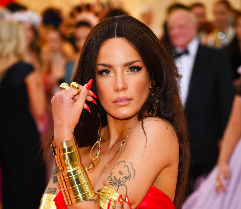 Ashley aka Halsey på årets Met Gala (Dimitrios KambourGetty)