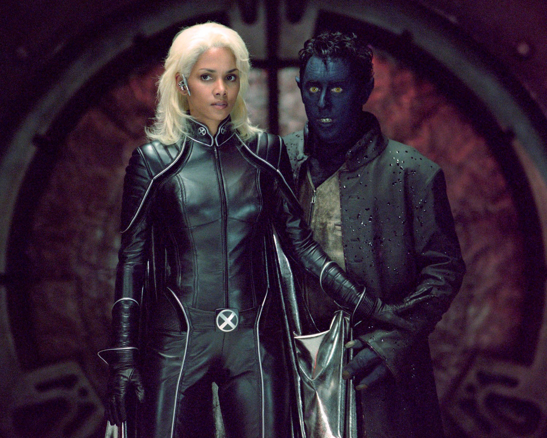 Halle Berry som Storm og Alan Cumming som Nightcrawler i X2 (Marvel/Fox)