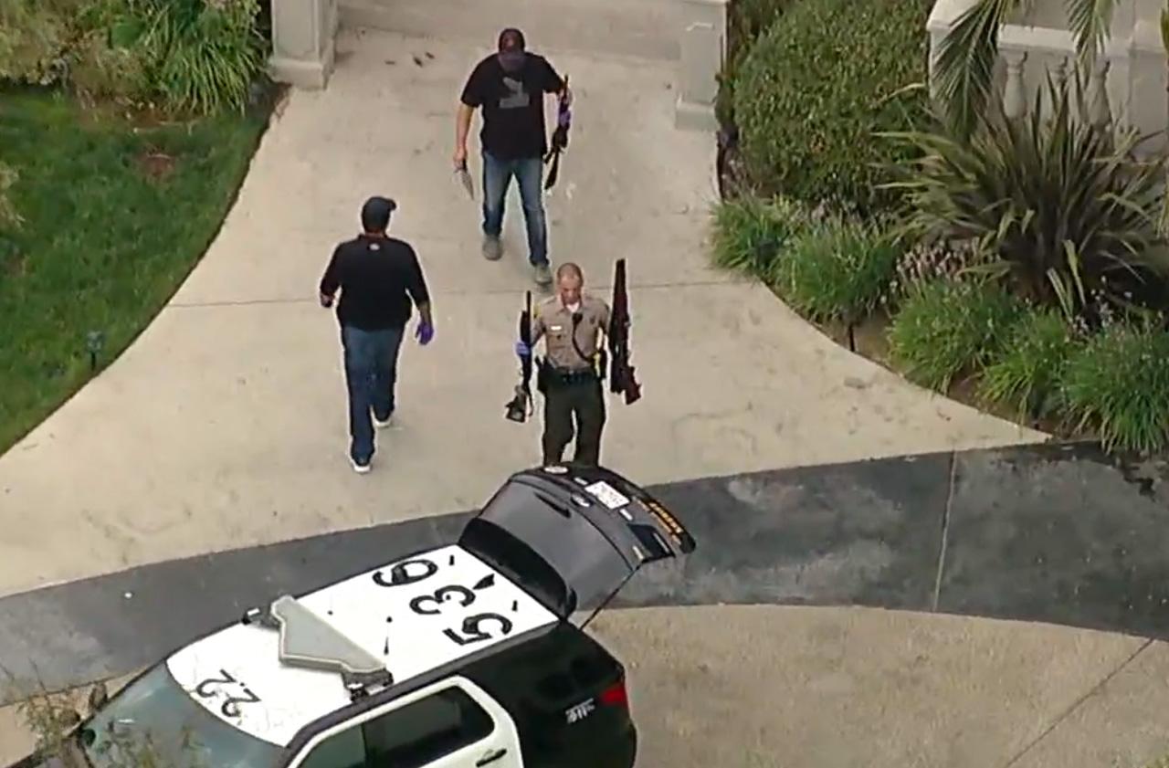 FBI og LAPD beslaglegger våpen hos Jake Paul (skjermbilde ABC7)