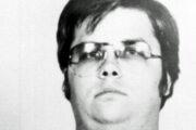 Mugshot av Mark David Chapman tatt rett etter midnatt 9. desember 1980 (NYPD/Bureau of Prisons)