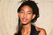 Willow Smith på Christian Dior-visning under Paris Fashion Week i 2018 (Edward Berthelot/Getty)