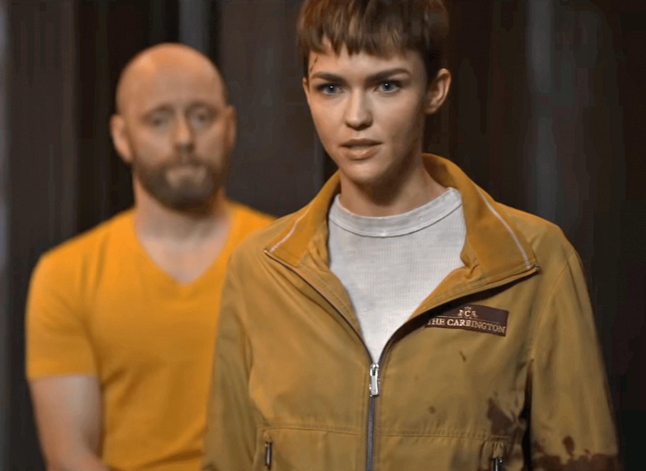 Aksel Hennie som Borz og Ruby Rose som Ali i The Doorman (Lionsgate)