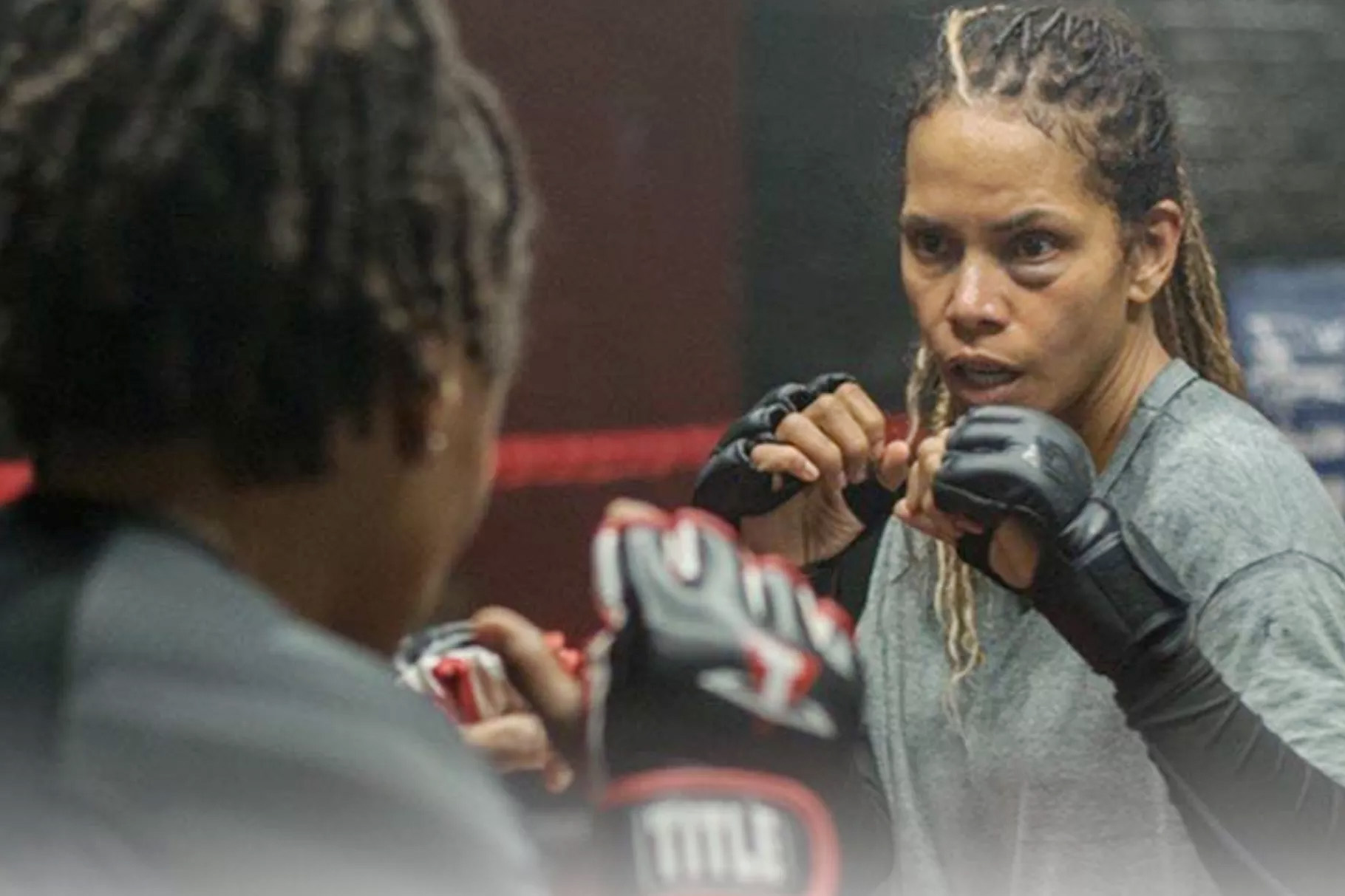 Halle Berry har regissert Bruised med seg selv som MMA-fighter Jackie Justice (Netflix)