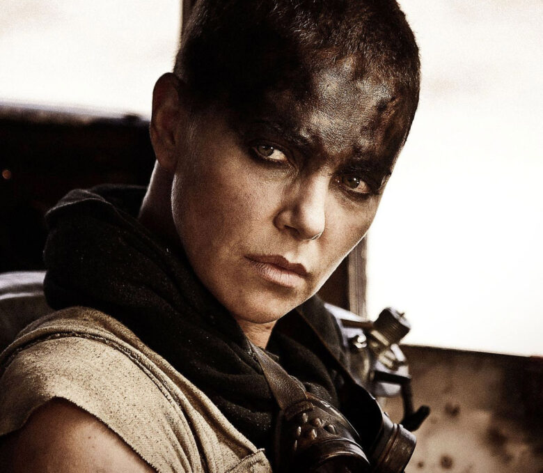 Charlize Theron som Furiosa i Mad Max: Fury Road fra 2015 (Warner Bros.)