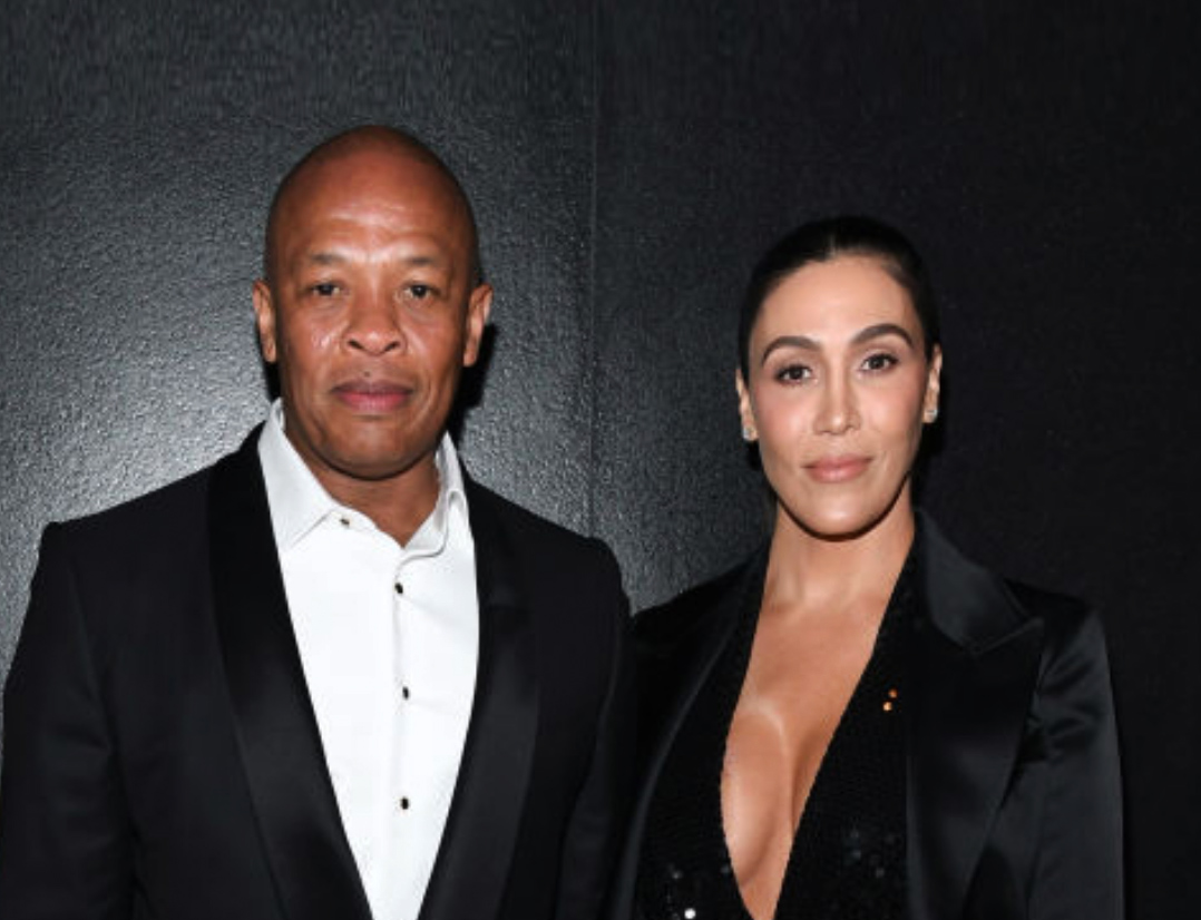 Dr. Dre og Nicole Young på Tom Ford-visning i West Hollywood i februar 2020 (Kevin Mazur/Getty)