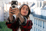 Lily Collins som Emily i Paris (Netflix)