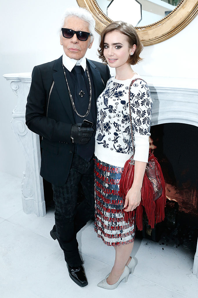 Karl Lagerfeld og Lily Collins (Rindoff/Dufour/Getty)
