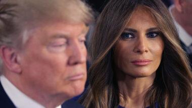 Melania Trump ser på ektemannen sin Donald Trump (Chip Somodevilla/Getty)