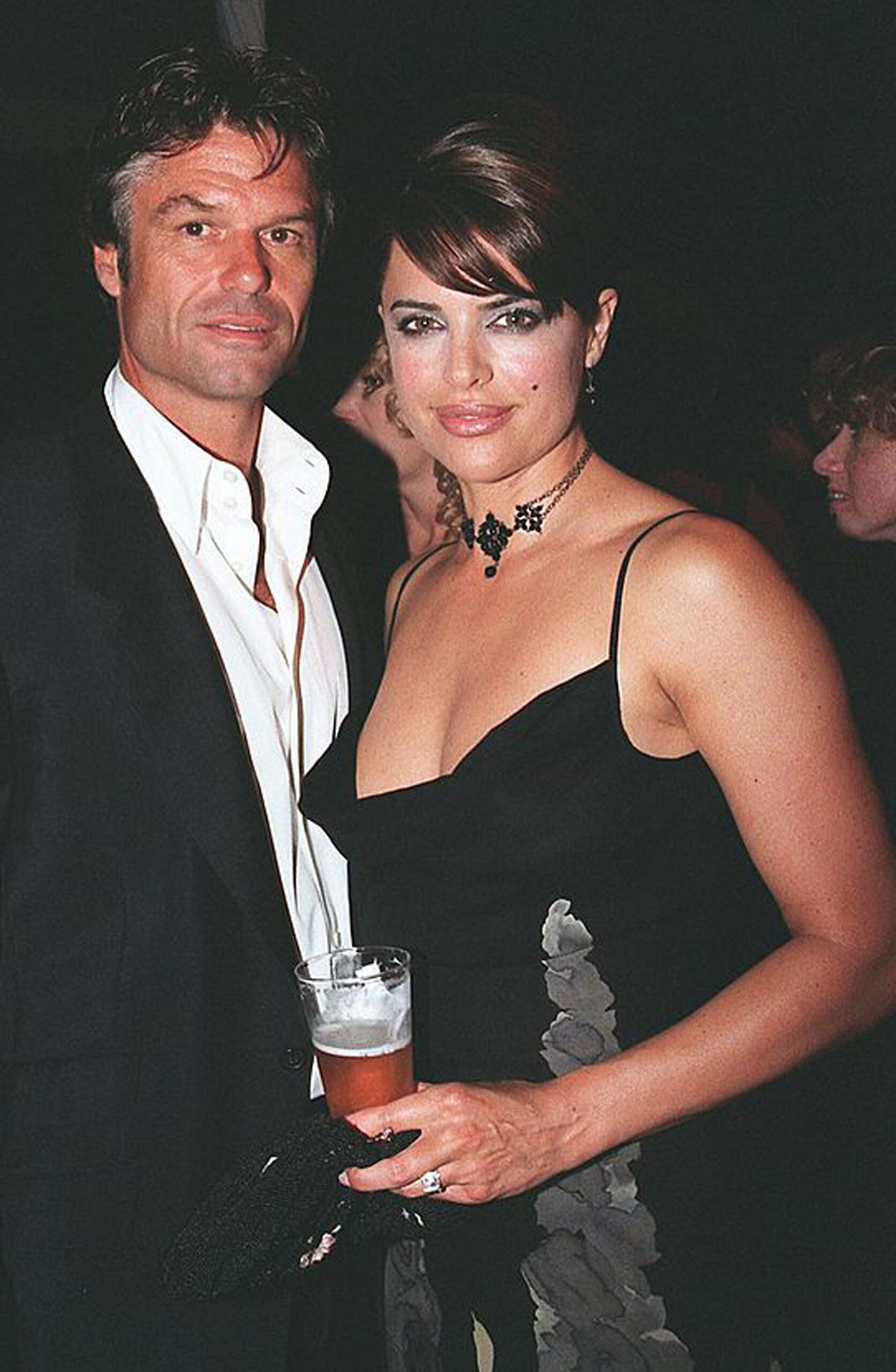 Harry Hamlin og gravide Lisa Rinna feirer hennes Playboy-cover på fest på Playboy Mansion i 1998 (Brad Elterman/Getty)