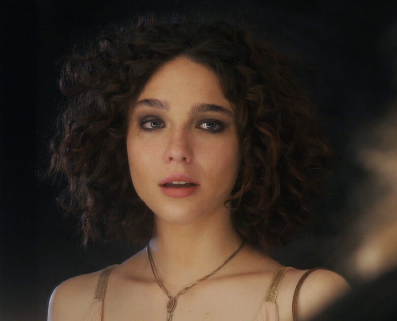 Matilda De Angelis som Elena Alves (HBO)