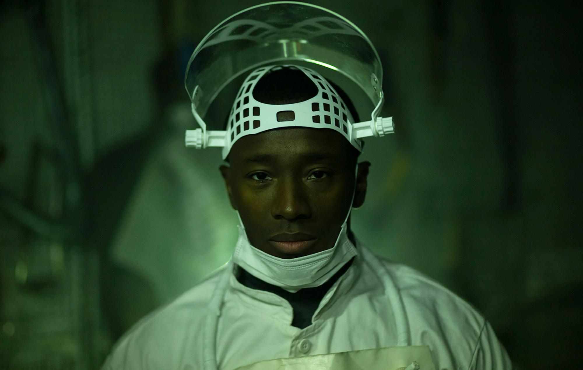 Kingsford Siayor som Lars (Netflix)