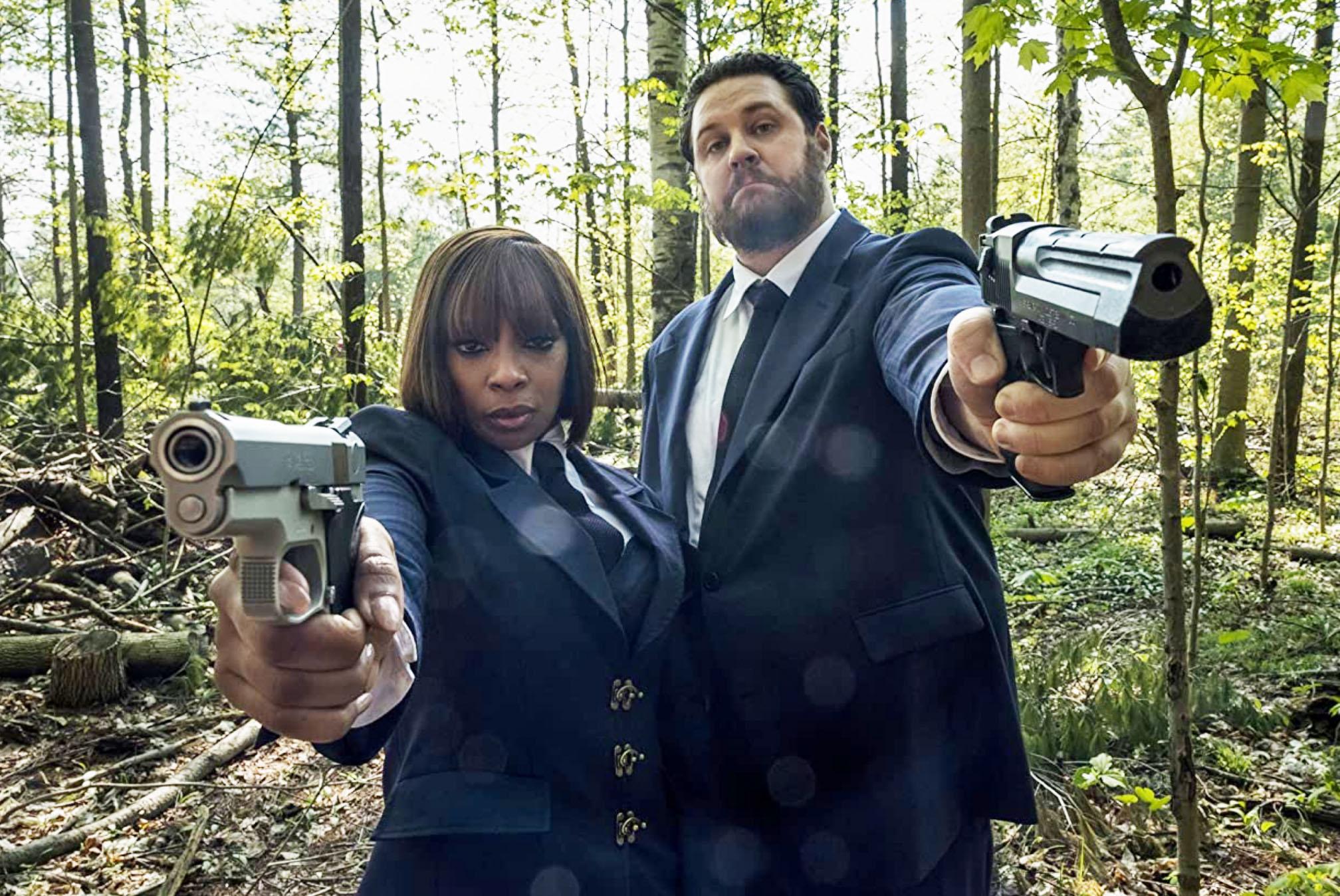 Mary J. Blige som Cha-Cha, Cameron Britton som Hazel (Netflix)