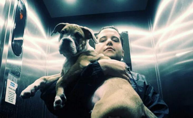 Jonas Benyoub gjør rapperne Asbjørnsen og Moe i knærne (Universal)