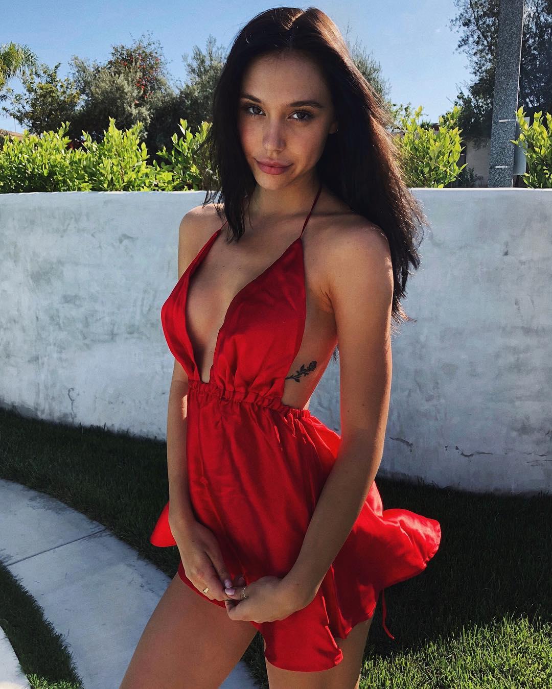 Alexis Ren (Instagram/alexisren)