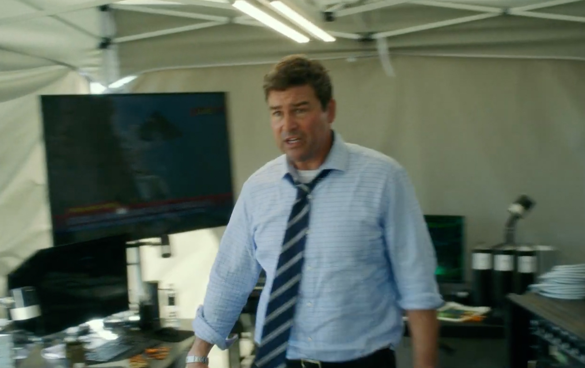 Kyle «Godzilla's out there, and he's hurting people, and we don't know why» Chandler (Legendary/Warner Bros.)