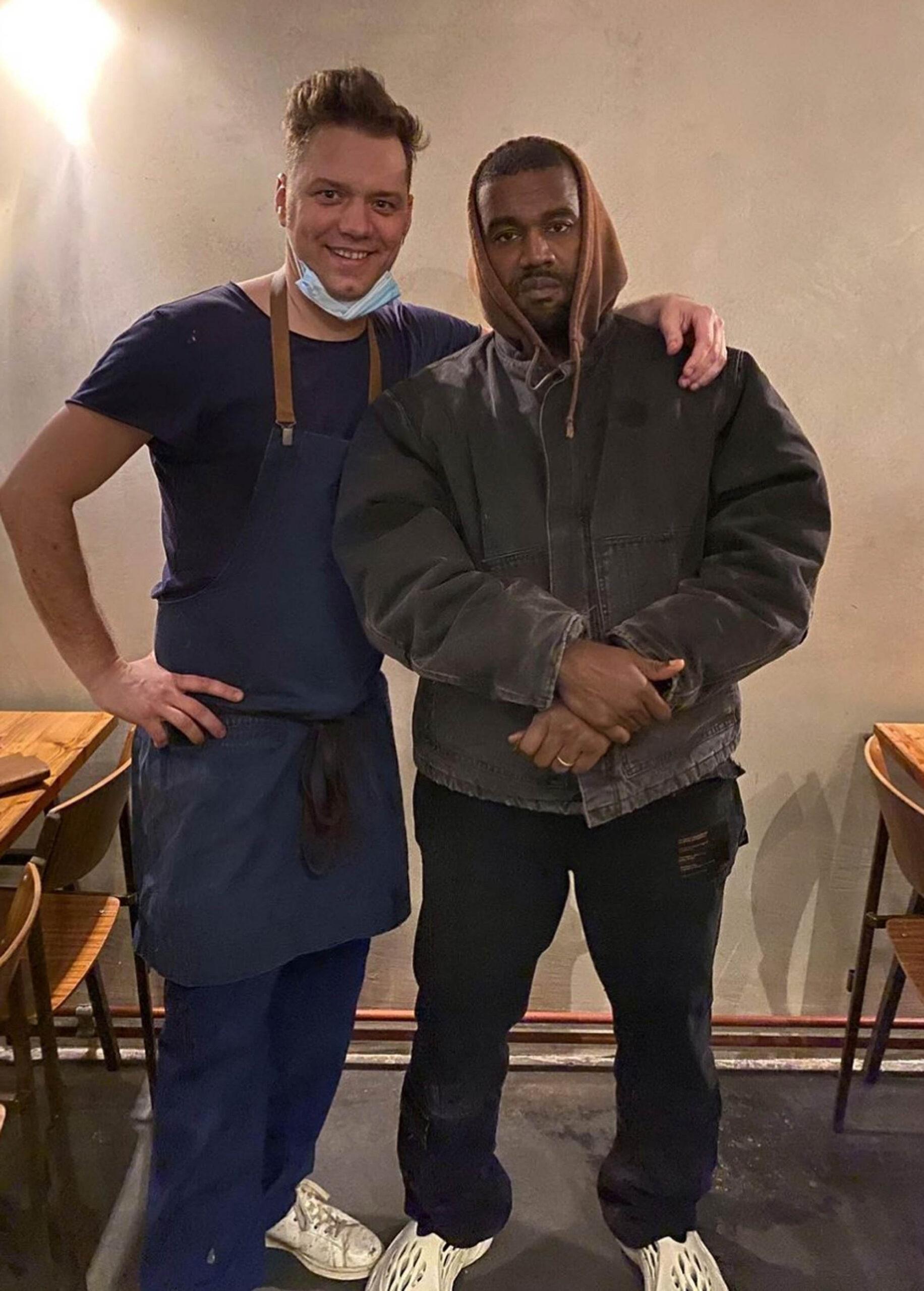 Kanye West på restaurantsjefen på Veranda i Belgias hovedstad Antwerpen i julen (Instagram/veranda_antwerp)