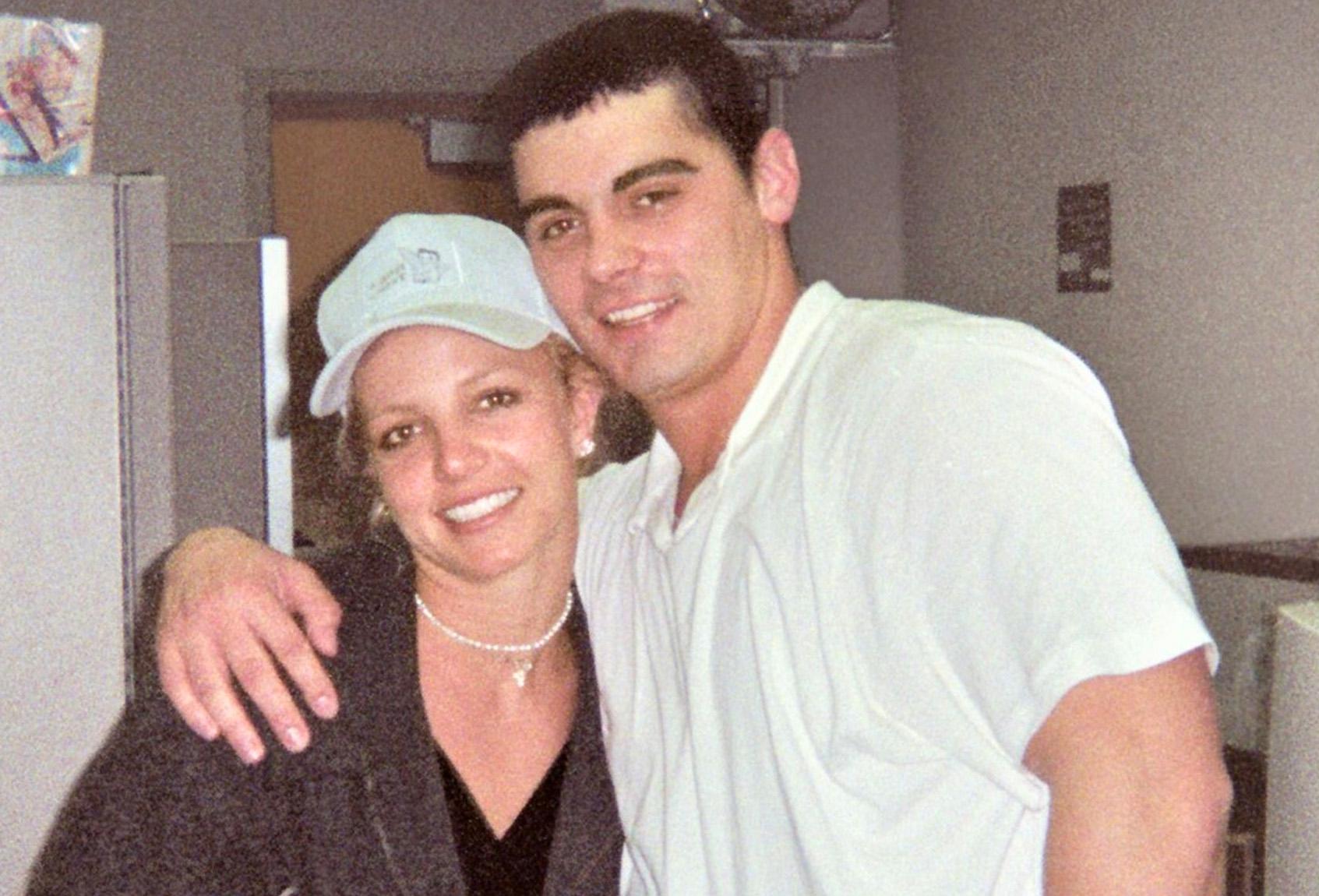 Jason Allen Alexander og Britney Spears i 2004 (Facebook)