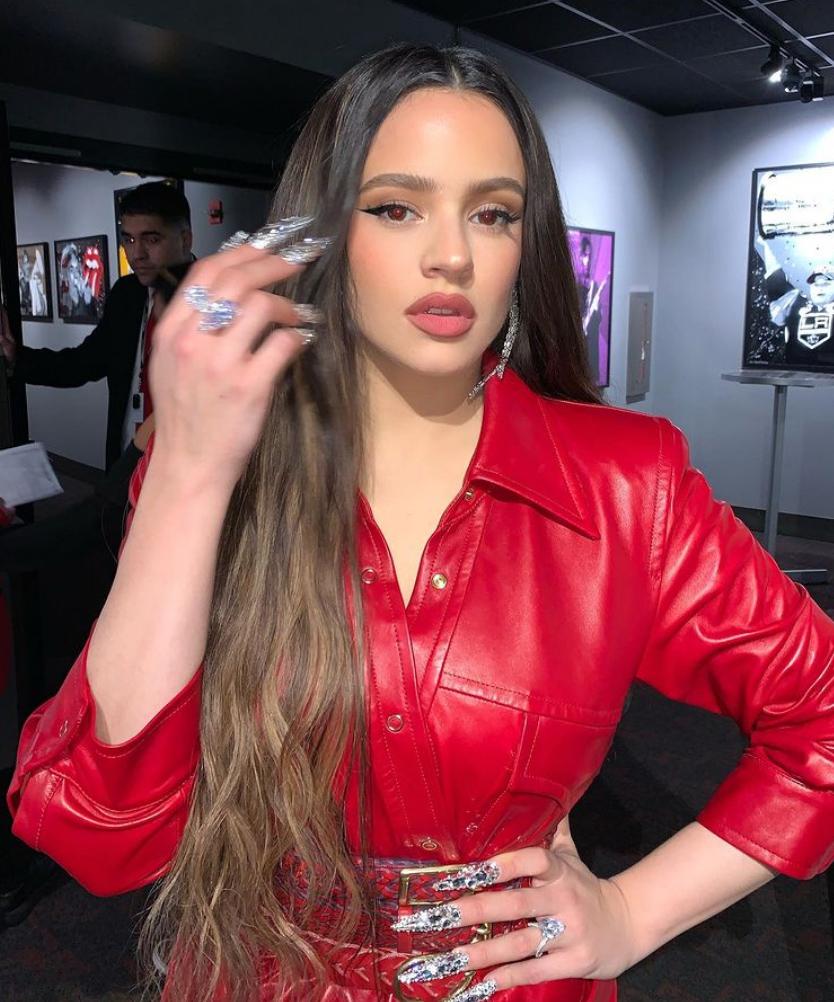 Fun fact for KUWTK-folk: Rosalía har samme sminkør som Kylie Jenner (Instagram/rosalia.vt/)