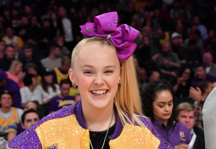 JoJo Siwa på kamp mellom Los Angeles Lakers og Phoenix Suns i Staples Center i Downtown Los Angeles i februar 2020 (Allen Berezovsky/Getty)