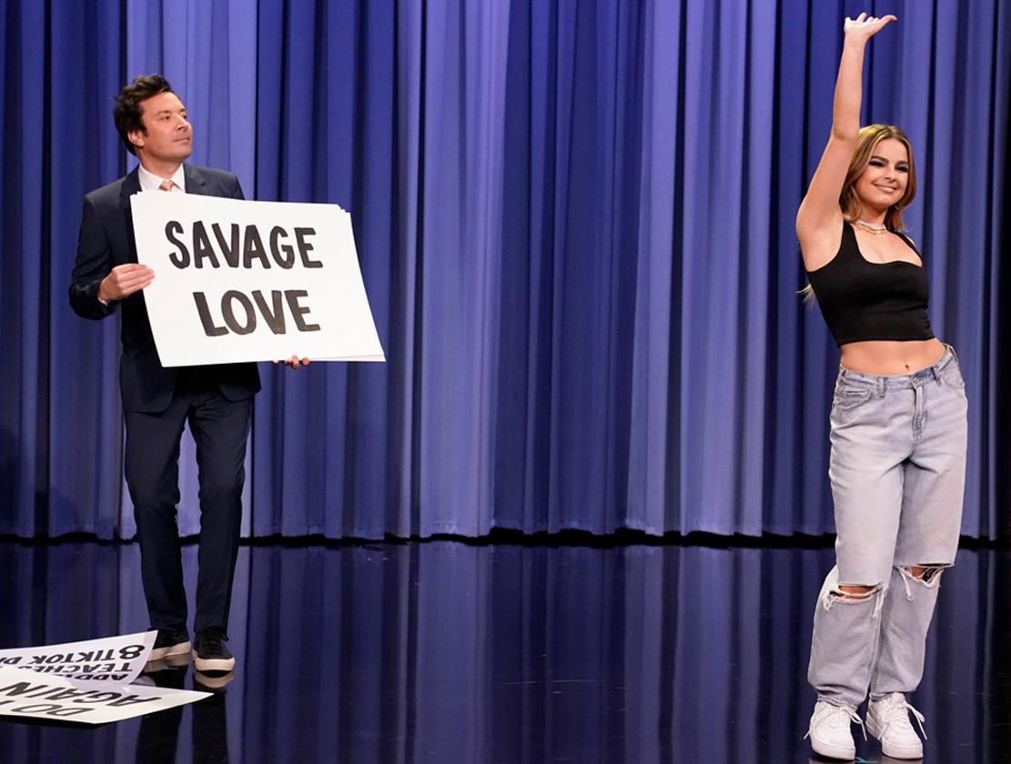 Addison Rae demonstrerer sine TikTok-kunster hos Jimmy Fallon (NBC)