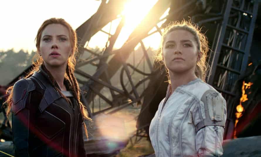 Florence Pugh og Scarlett Johansson i Black Widow (Marvel/Disney)
