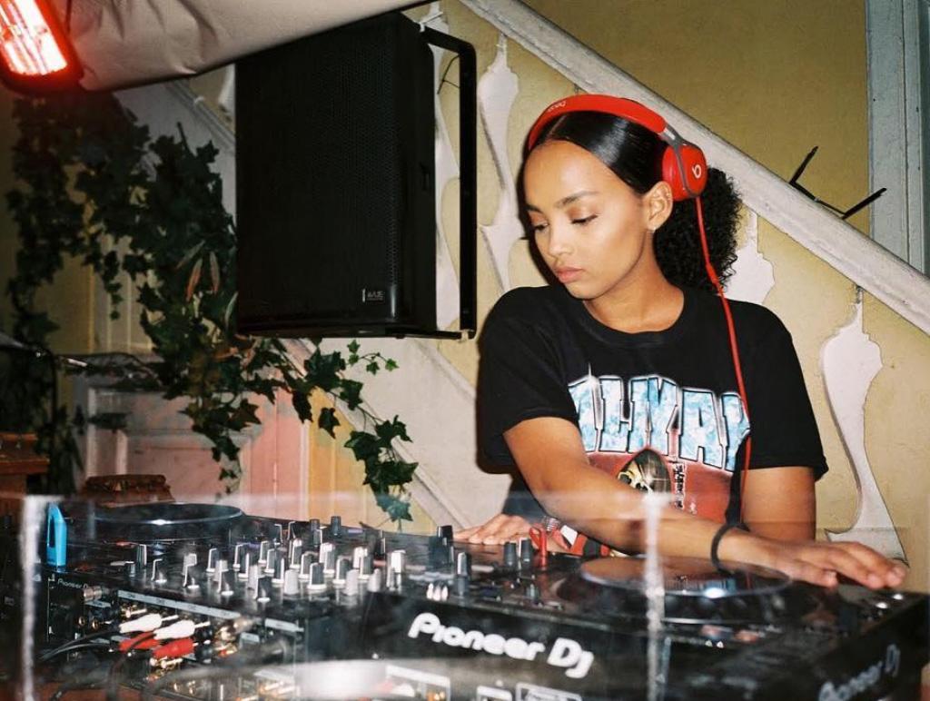 Nasra Artan alias DJ Beatriixx (Tilla, Instagram/tillawonder)