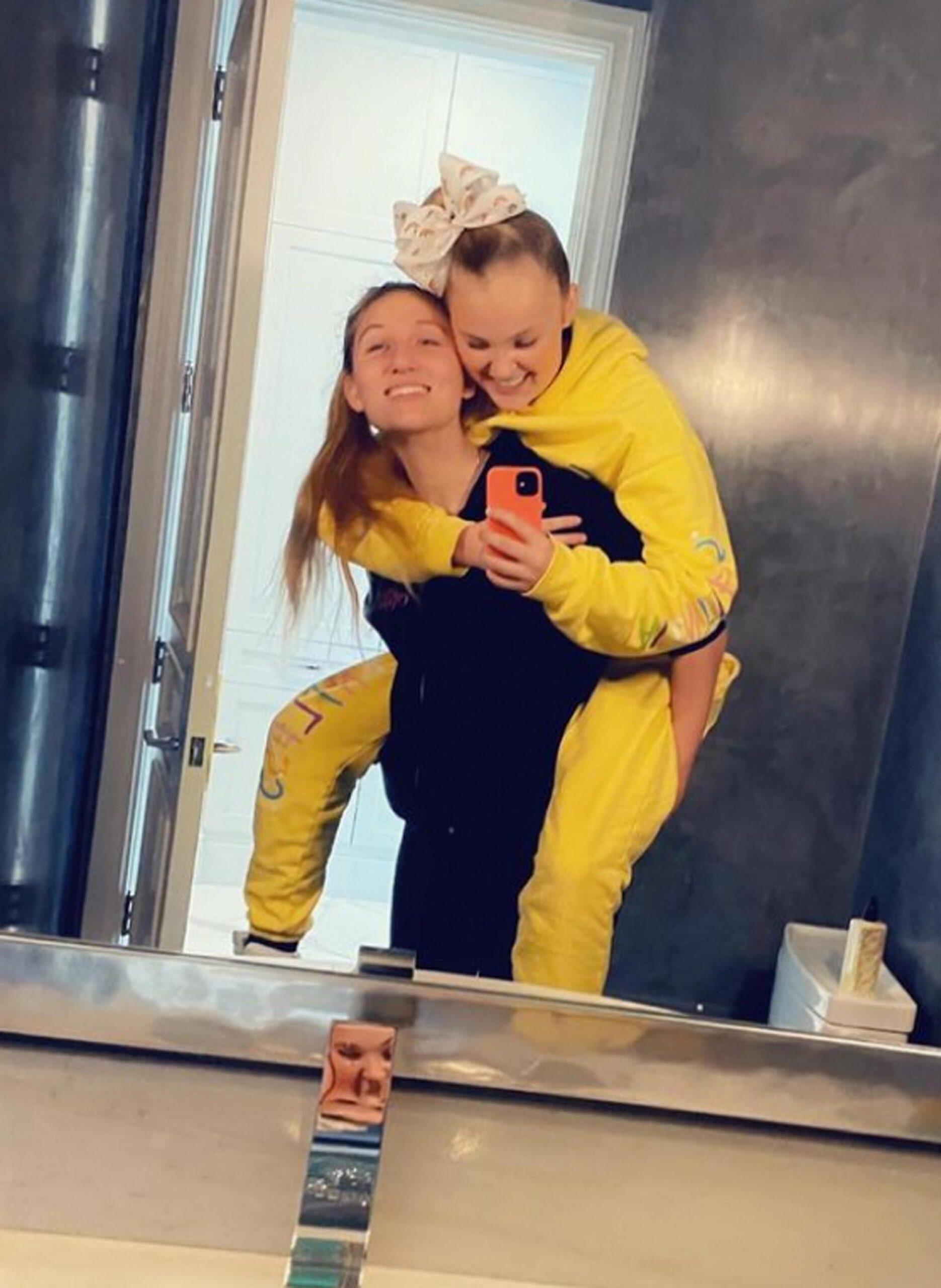 JoJo Siwa og kjæresten Kylie (Instagram/jojosiwa)