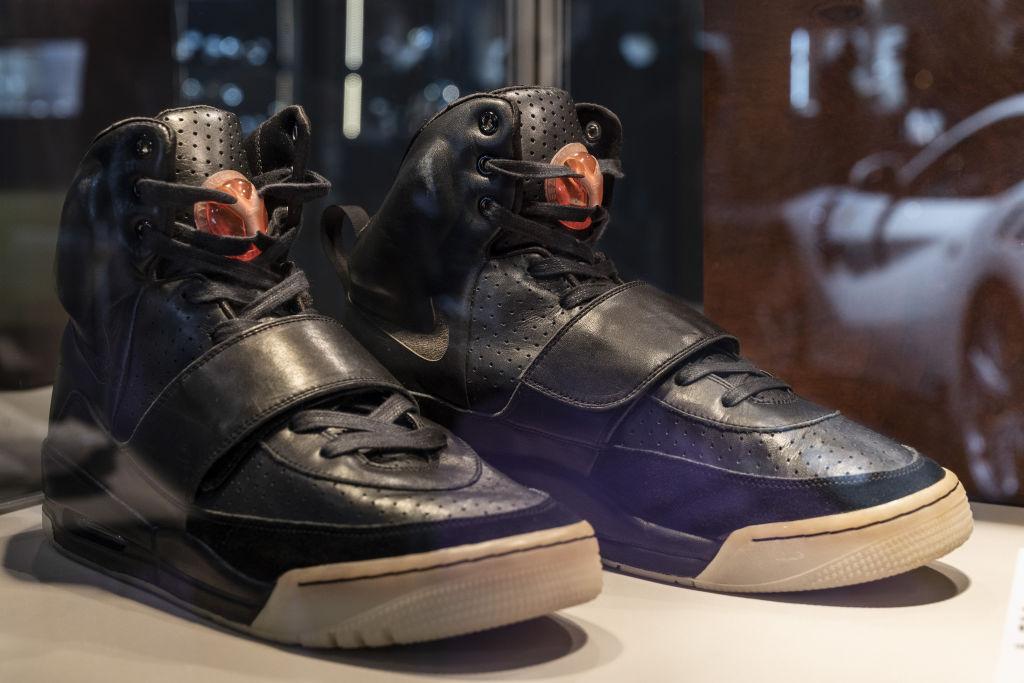 Nike Air YEEZY 1-ene til Kanye West fra 2008 hos Sotheby's (Miguel Candela/Anadolu/Getty)