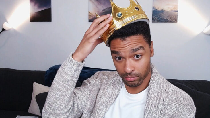 Regé-Jean Page som Prince Charming under Cinderella: A Comic Relief Pantomime for Christmas 25. desember 2020 (BBC/Comic Relief/Getty)