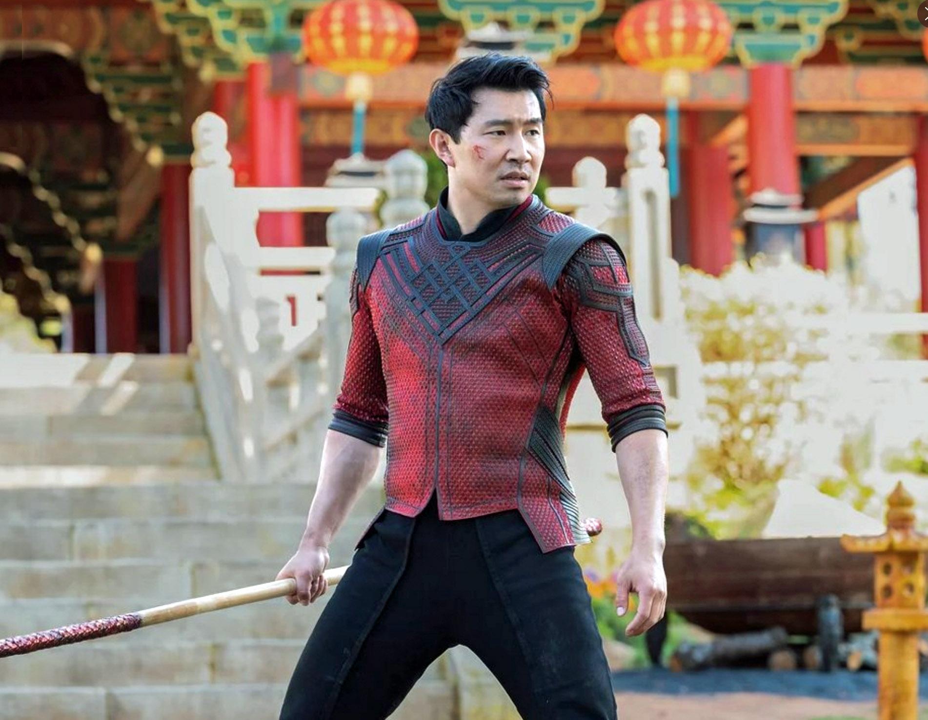 Simu Liu i Shang-Chi and the Legend of the Ten Rings(Marvel/Disney)