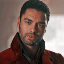 Regé-Jean Page som Simon Basset, Duke of Hastings i Bridgerton sesong 1 (Netflix)