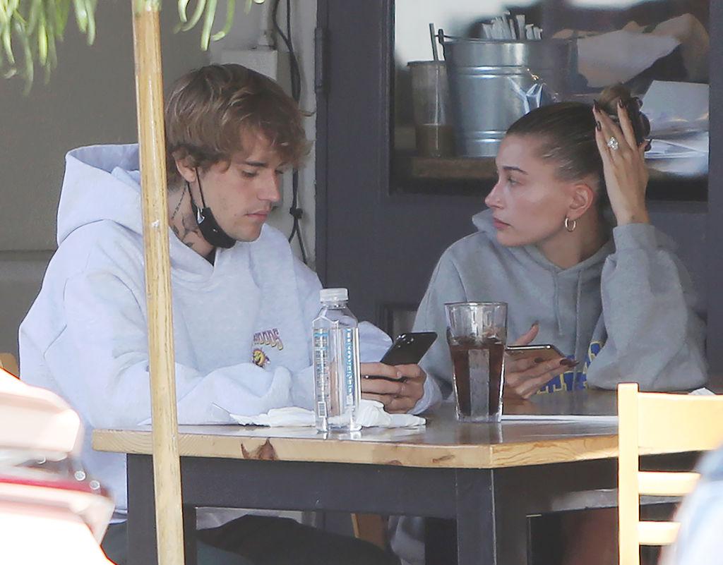 Justin Bieber og Hailey Bieber spiser lunsj i Los Angeles i september 2020 (CrownMedia/MEGA/GC Images)
