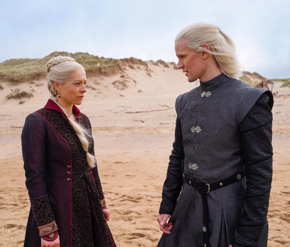 Emma D'Arcy som Princess Rhaenyra Targaryen og Matt Smith som Prince Daemon Targaryen i House of the Dragon (HBO)