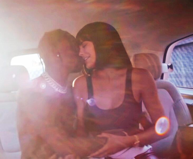 Travis Scott alias Jacques Bermon Webster II og Kylie Jenner i dokumentaren Look Mom I Can Fly (Netflix)