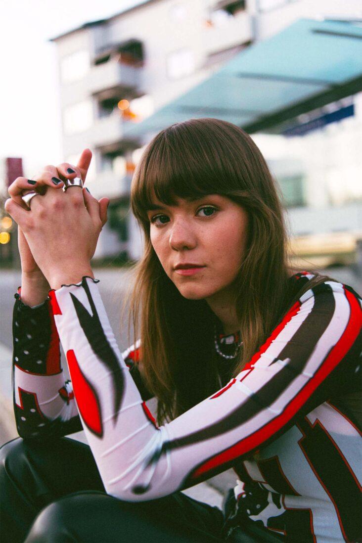 Ny norsk musikk: Sval er tilbake påmorsmålet (Little Big Sister/akam1k3)