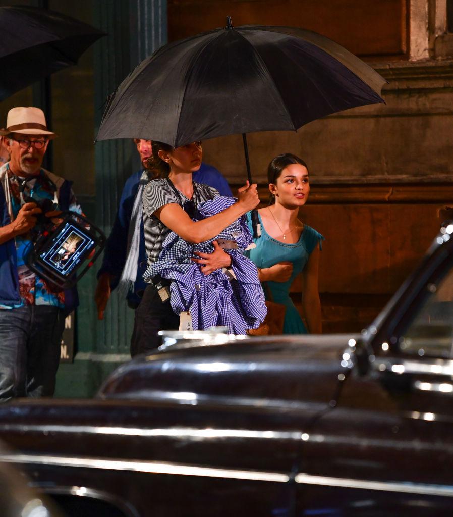 Steven Spielberg og Rachel Zegler filmer West Side Story i Washington Heights på Manhattan i New York City (James Devaney/GC Images)